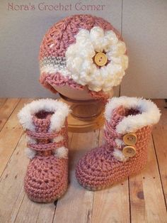 Crochet Baby Hats Crochet Baby Girl Fur Trim Boots and Hat with Flower - 321 Link doesn't go to an article or pattern, but I love the design of these crocheted baby booties and hat! You can crochet beautiful baby booties as a gift or for your own lit Crochet Baby Boots, Baby Girl Crochet, Crochet Baby Clothes, Crochet Shoes, Crochet Beanie, Cute Crochet, Crochet For Kids, Crochet Slippers, Crochet Crafts