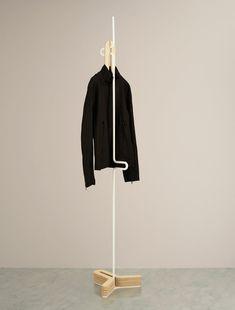 HC Hanger is a minimalist design created by Japan-based designer Yasutoshi Mifune. It is a coat hanger whose base part can store hangers by stacking them. Coat Rack Shelf, Wooden Coat Rack, Coat Hanger, Coat Racks, Ästhetisches Design, Rack Design, Garderobe Design, Retail Fixtures, Standing Coat Rack