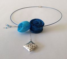 Wire necklace with silk cocoon and silk flower. door lovebluecats, €15.00