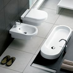 Area washbasin - Production of designer sanitary appliances in ceramic, bathroom furnishings and accessories - Hatria Srl Cheap Countertops, Formica Countertops, Butcher Block Countertops, Bathroom Countertops, Hanging Pans, Wooden Counter, Copper Counter, Bathroom Toilets, Bathrooms