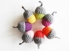 Annemarie's Haakblog: Acorns: free pattern!