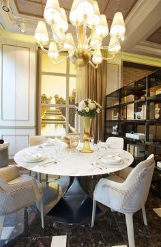 Bentley Home light dining room design in Luxury Living Group new showroom, London 2014 Sofa Furniture, Luxury Furniture, Furniture Design, Showroom Design, Interior Design, Classic Interior, Dining Room Lighting, House Layouts, Chair And Ottoman