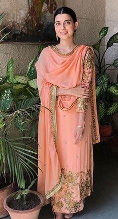 Best Trendy Outfits Part 37 Pakistani Fashion Casual, Pakistani Outfits, Indian Outfits, Indian Fashion, Ethnic Fashion, Embroidery Suits Punjabi, Embroidery Suits Design, Hand Embroidery, Eid Outfits