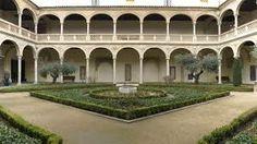 Ha. 1535-1552. Escalera y patio del Hospital de Santa Cruz (Toledo). Aunque no hay documentos precisos de contrato de obra por Covarrubias, sí que hay algunas referencias de estar vinculado a obras en el Hospital. Por el estilo, tanto la escalera como el patio deben haber sido obras suyas.
