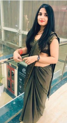 Indian Beauty Saree, Indian Sarees, Saree Blouse, Sari, Saree Poses, Actress Pics, Girl Hijab, Cute Girl Photo, Beautiful Girl Indian