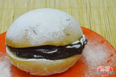 Aprenda a preparar um delicioso Sonho, com o benefício de não ser frito! http://xamegobom.com.br/receita/sonho-assado-com-doce-de-leite-chocolate/