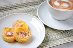 Niflettes werden in Frankreich traditionell an la Toussaint, also Allerheiligen gegessen. Ein schnelles Rezept mit Blätterteig und Orangenblütenwasser.