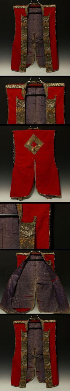 Jinbaori of woolen cloth(Rasha). Japanese Antique Armor JINBAORI of Yoroi Jinbaori (battle jacket worn over armor) Family crest (Back side) :Kuginuki mon