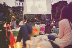 Rosado 10 Bachelorette Party Ideas (for the Bride who Hates Bachelorette Parties). I would LOVE the outdoor movie night/sleepover if my Bachelorette party wasn't in Feb/March! Backyard Movie Party, Summer Backyard Parties, Outdoor Movie Party, Backyard Movie Nights, Outdoor Movie Nights, Movie Night Party, Yard Party, Backyard Bbq, Summer Picnic