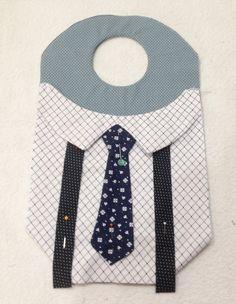 Tutorial, DIY, Passo à Passo Lixeira para Carro Masculina 3. - Vivartesanato Tutorial Diy, Diy Bags Purses, Baby Bibs, Couture, Sewing Patterns, Kids Rugs, Projects, Crafts, Accessories