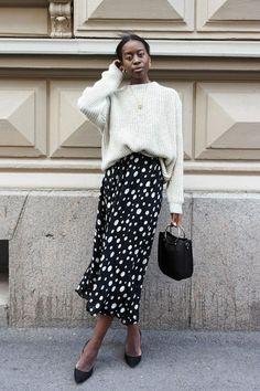 Sylvie Mus - Saia de poá e suéter - saia midi e suéter - inverno - street style Fashion 2017, Look Fashion, Womens Fashion, Fashion Trends, Young Fashion, Winter Looks, Easy Style, Summer Dress, Fashion Network
