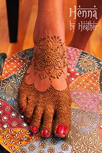 Standard Indian style slipper mehndi design, with mandala and dense fill on the toes - Henna by Heather
