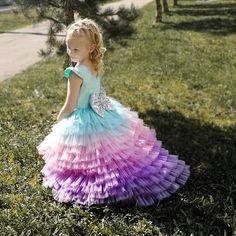 Young Girl Fashion, Baby Girl Fashion, Kids Fashion, Girls Pageant Dresses, Little Girl Dresses, Mom Dress, Baby Dress, Party Frocks, Kids Frocks
