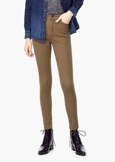 Mango Trousers Five Beige - Kaki | Deze kleur kun je eindeloos combineren en je vindt deze broek ook nog eens met 60% korting! #uitverkoop #sale #mode #inspiratie #broeken #jeans #trousers #fashion #inspiration #vrouwen #dames #women #armygreen