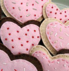Valentine felt cookie by Hazelnutgirl, via Flickr