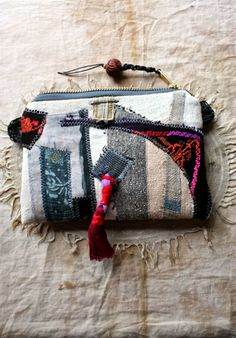 http://latouchablesbagsandthings.blogspot.de/2014/07/poseidons-garden-little-tribal-pouch.html