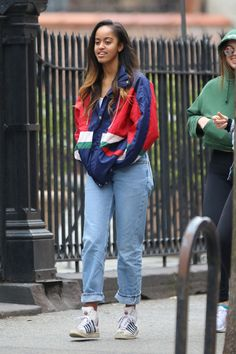 Malia Obama shows off her mastery of style stepping out in a casual weekend outfit. Malia Obama, Barack Obama, 90s Windbreaker Jacket, Vintage Windbreaker, Fashion Guys, 90s Fashion, Fashion Ideas, Fashion Outfits, Hipster Shirts