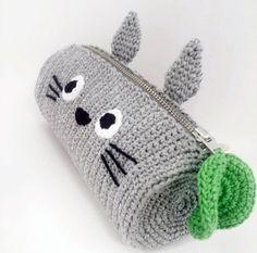 Crochet Totoro Pencil Case https://www.etsy.com/nl/listing/261915626/totoro-crochet-pencil-case-made-to-order