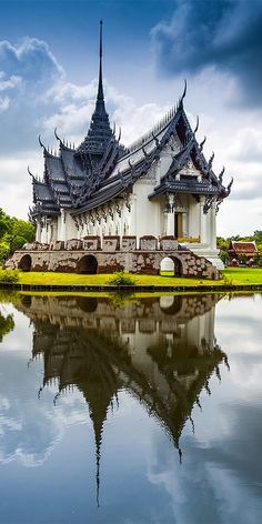 The beautiful Sanphet Prasat Palace is part of Ancient Siam, in Bangkok Asian Architecture, Temple Architecture, Amazing Architecture, Buddhist Temple, Buddhist Art, Bangkok Thailand, Thailand Travel, China Temple, Thai Travel
