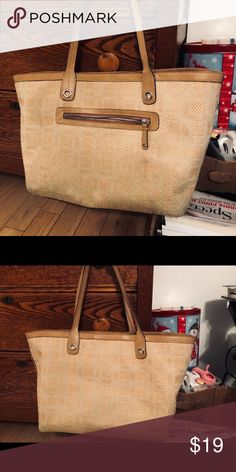 c58e86eb06d3 Shop Women s size OS Shoulder Bags at a discounted price at Poshmark.  Description  Tan purse used big enough for everything.