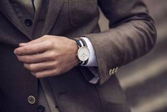 Daniel Wellington watches * Who is Daniel Wellington? A man turned into a watch that comes from the British Isles! Fitness Watches For Women, Watches For Men, Daniel Wellington Watch, Fitness Devices, Nato Strap, Sport Watches, Fashion Watches, Watch Bands, Moda Masculina