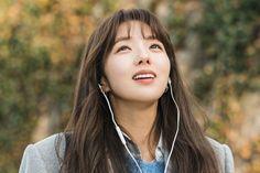 """El próximo drama de lunes-martes de tvN, """"A Piece of Your Mind"""", reveló fotografías de Chae Soo Bin de su primer día de filmación. """"A Piece of Your Mind"""" es sobre un programador de inteligencia artificial llamado Ha Won (Jung Hae In), quien pasa años con un amor no correspondido y se resignó a una Korean Actresses, Korean Actors, Actors & Actresses, Korean Dramas, Memories Of The Sword, Seo Woo, Chae Soobin, Evil Princess, The Man Who Laughs"""