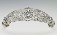Gros plan sur le diadème porté par la duchesse de Sussex - Noblesse & Royautés
