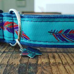 Denim halsbanden met veer 15 euro
