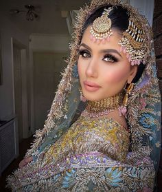 Indian Makeup Looks, Bridal Makeup Looks, Bridal Looks, Asian Bridal Dresses, Pakistani Bridal Dresses, Bridal Outfits, Wedding Dresses, Indian Bridal Hairstyles, Up Hairstyles