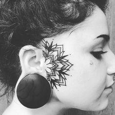 Hand Tattoos, Facial Tattoos, Body Art Tattoos, Sleeve Tattoos, Kopf Tattoo, Face Tats, Face Tattoos For Women, Tattoo Hals, Epic Tattoo
