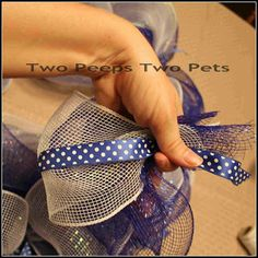 Two Peeps : Two Pets: The Wire Mesh Deco Wreath Tutorial by jodie Wreaths And Garlands, Deco Mesh Wreaths, Holiday Wreaths, Burlap Wreaths, Deco Mesh Crafts, Wreath Crafts, Diy Crafts, Wreath Ideas, Mesh Wreath Tutorial