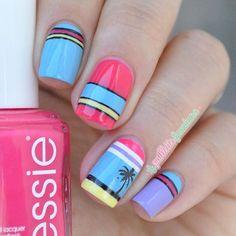 Instagram media la_paillette_frondeuse #nail #nails #nailart