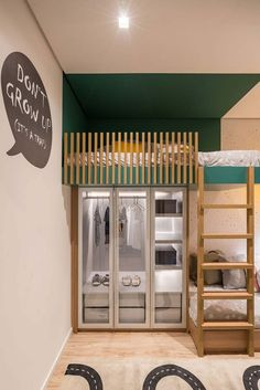 Quarto pequeno para 2 irmãos em tons verde e madeira Girly Bedroom Decor, Kids Bedroom, Home Entrance Decor, Home Decor, M And S Home, Shared Bedrooms, Baby Boy Rooms, Home Interior Design, Room Inspiration