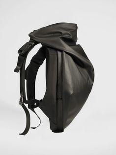 Côte&Ciel Nile Rucksack in Obsidian Black is one of our iconic backpacks. Nile Rucksack balances innovative modern, weatherproof fabrics & architectural design