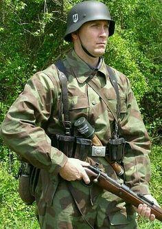 Ww2 Uniforms, German Uniforms, German Soldiers Ww2, German Army, Ww2 History, Military History, Ww2 Reenactment, Army Clothes, Special Forces