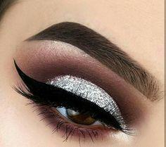 Eye Makeup Tips – How To Apply Eyeliner – Makeup Design Ideas New Year's Makeup, Makeup Goals, Love Makeup, Skin Makeup, Beauty Makeup, Makeup Ideas, Huda Beauty, Makeup Quiz, Makeup Pics