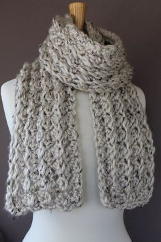 Come and check out this very Easy Crochet Scarf Pattern from Crafty MN Mom! This would make a GREAT gift for any occasion.