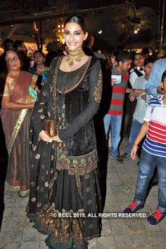 Sonam Kapoor in black & gold lehenga with long blouse at the Wedding Reception of Kunal Vardhan and Ritika Rawat. Pakistani Dresses, Indian Dresses, Indian Outfits, Indian Bridal Wear, Indian Wear, Velvet Dress Designs, Churidar, Anarkali, Indian Look
