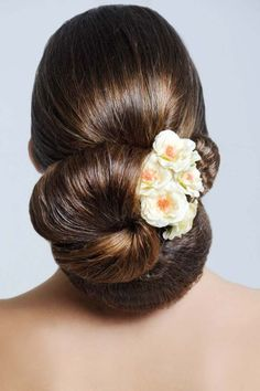 Have a lot of hair? Wear your hair like this - in interweaving buns