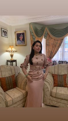 Ready for my open house💖 Hijabi Girl, Girl Hijab, Myanmar Traditional Dress, Traditional Dresses, Beautiful Hijab, Beautiful Asian Women, Hot Short Jeans, Model Kebaya, Muslim Wedding Dresses
