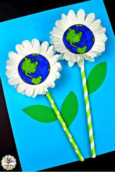 Are you looking for a creative project for your students create on Earth Day? This Earth Day Flower Craft is not only easy to make and unique but it's the perfect time to remind your kindergartners, first graders, and second graders how important it is that we take care of our planet. This flower craft is also a fun way for your early elementary students to celebrate the first day of Spring. Click on the picture to learn more about this classroom craft? #earthdaycraft #flowercraft #springcraft