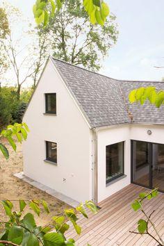Rodinný dům od studia DDAANN vychází z venkovského prostředí | EARCH. Studios, Shed, Outdoor Structures, House, Design, Home, Homes, Barns