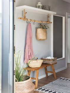 Entry Way Decor Foyer Decor Home Decor Rustic Farmhouse Farm House Country Home Entryway Ideas Foyer Ideas House Ideas Apartment Dcor - Decoration Farmhouse Kitchen Decor, Rustic Farmhouse, Farmhouse Design, Farmhouse Style, Farmhouse Fireplace, Industrial Farmhouse, Home And Deco, Easy Home Decor, Decoration Home