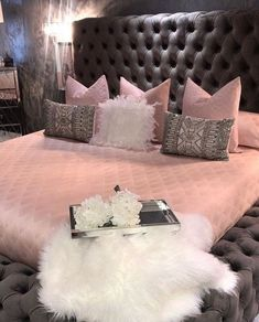People with flair for the unusual should consider pink for the bedroom. Different shades of pink can be used for coloring walls for your bedroom. Instead of using regular shades of light or dark pink, your pink bedroom decor can… Continue Reading → Bedroom Ideas For Teen Girls, Cute Bedroom Ideas, Cute Room Decor, Teen Girl Bedrooms, Teen Bedroom, Bedroom Small, Small Rooms, Master Bedroom Plans, Master Bedroom Interior