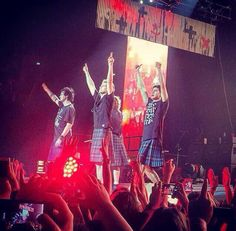 Only those idiots went on stage in a skirt.....but it didn't looked that bad on them, actually ir looked pretty good:)