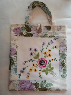 Vintage Embroidery - ideas for Embroidery market bag Embroidery Transfers, Embroidery Patterns, Hand Embroidery, Machine Embroidery, Embroidery Sampler, Christmas Embroidery, Embroidery Stitches, Fabric Crafts, Sewing Crafts