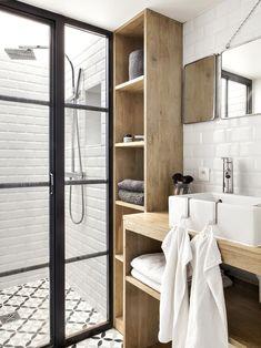 Avant - Après : un mini loft parisien qui a tout d'un grand - House Architecture Mini Loft, Modern Bathroom Design, Bathroom Interior, Bathroom Designs, Small Tiny House, Small Loft, Loft Interiors, Modern Loft, Trendy Home
