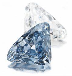 BVLGARI triangular-shaped, colorless diamond and triangular-shaped Fancy Vivid blue diamond Crystals And Gemstones, Stones And Crystals, Blue Stones, Gem Stones, Diamond Gemstone, Diamond Jewelry, Diamond Rings, Ruby Rings, Solitaire Ring