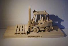 Jungheinrich paletový elektrický vozík tzn. Ještěrka v promo provedení dřevěnéoh modelu/hračky na podstavě. objednaném u firmy Soly Europe s.r.o.. Ruční paletové vozíkyElektrické paletové vozíkyRuční vysokozdvižné vozíkyElektrické vysokozdvižné vozíkyVysokozdvižné vozíky se spalovacím motoremRetrakyVychystávací vozíkyVozíky pro úzké uličky