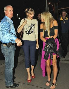 Love the look! #TaylorSwift #fashionable #nautical #croppedpants